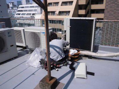 ①室外機据付及び室外配管工事