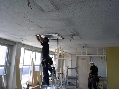 ⑦室内機吊り込み・室内配管
